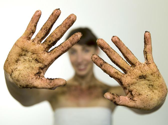 FENOMENALNI REZULTATI 3 razloga da odmah istrljate svoje lice i telo socom sveže mlevene kafe