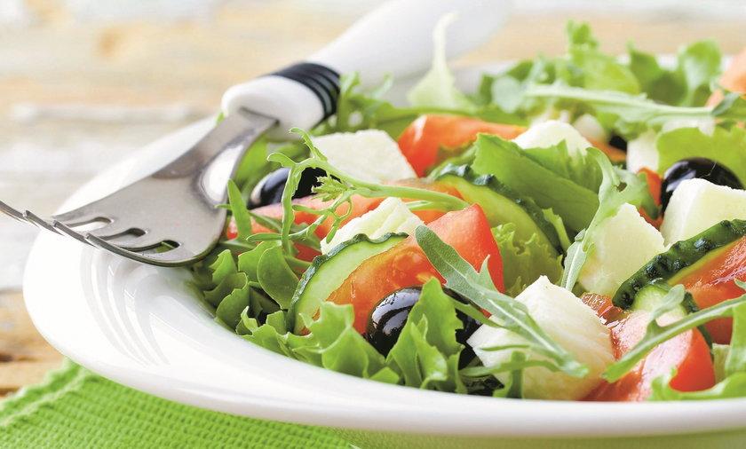 W diecie przy nadciśnieniu ograniczamy sól - świeże warzywa smakują bez niej