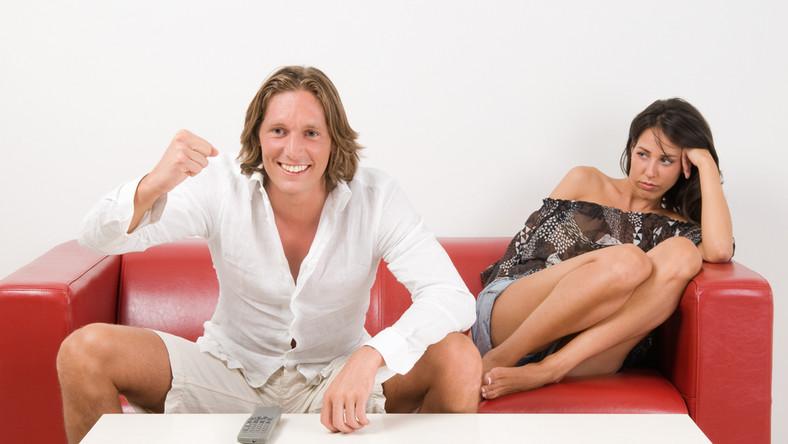 Z badań wynika, że w czasie Euro kobieta nie może liczyć na uwagę męża