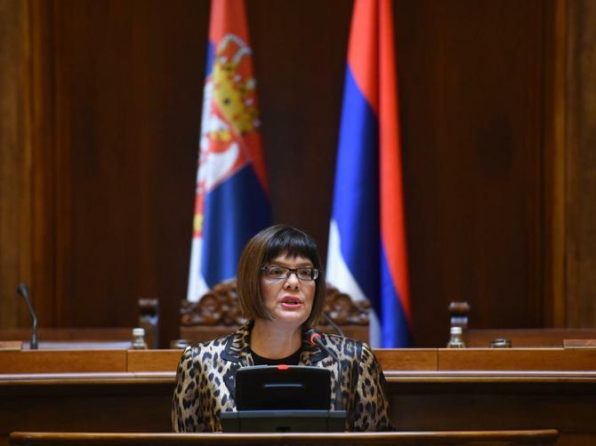 Maja Gojković se u Skupštini smelo pojavila u LEOPARDU: Ovako izgledaju naše ostale POLITIČARKE kada na sebe stave ZEBRU I ZMIJU!