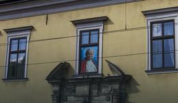 Choinka z Sądecczyzny pod oknem papieskim