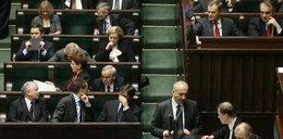 Kaczyński sam się przerobił! Siedzi koło Tuska!