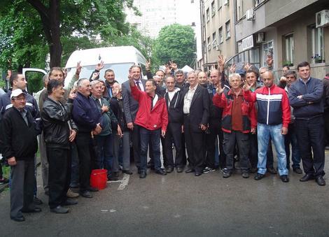 Rezrvisti sa puno nade ispratili advokata Srđana Aleksića u Strazbur