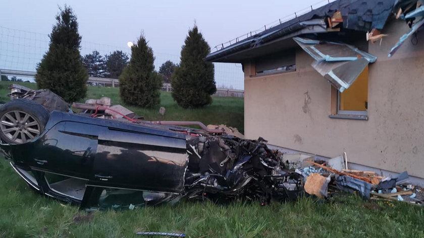 Tragedia pod Krakowem. Samochód uderzył w dach budynku