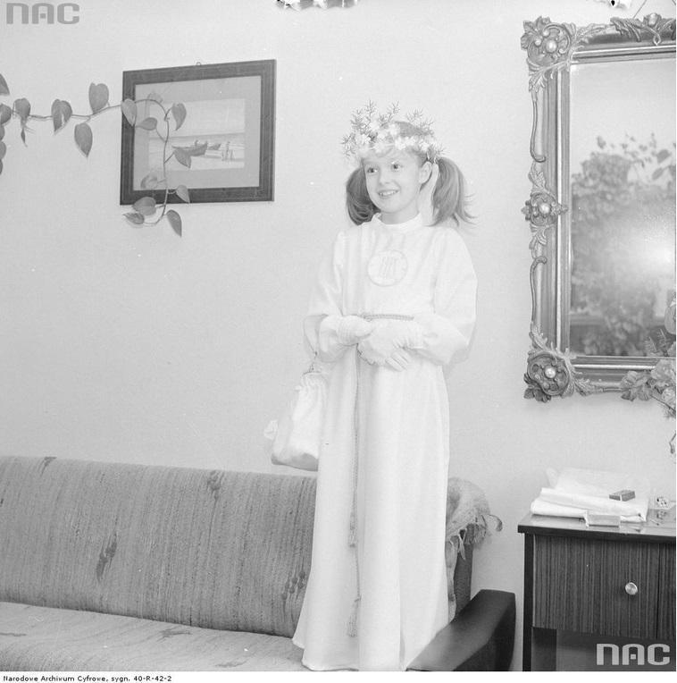 439a529af4 Rutowska Grażyna   Narodowe Archiwum Cyfrowe. Dziewczynka w stroju ...