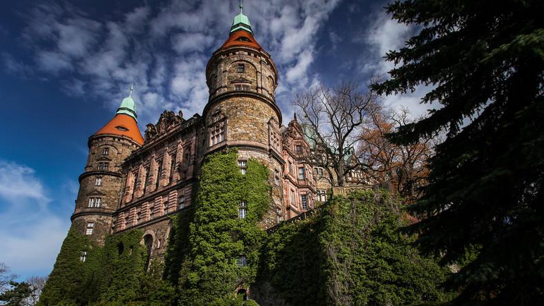 Budowla stanęła pod koniec XIII wieku. Miejsce wybrał książę Bolko I Surowy. Zdecydował się wybudować zamek tam, gdzie wcześniej stał gród drewniany, zniszczony i splądrowany przez księcia Przemysła Ottokara II...