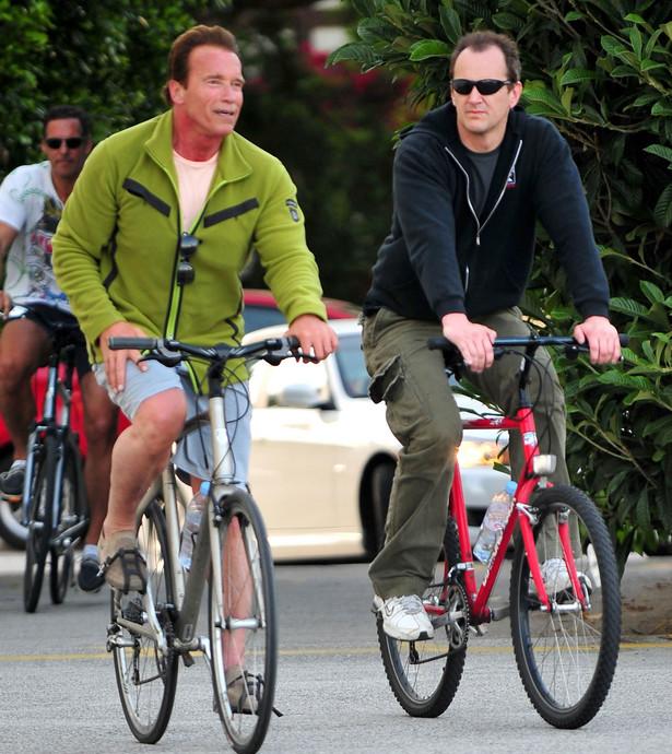 Nowe przepisy pozwalają jechać rowerzyście obok drugiej osoby poruszającej się rowerem tylko wtedy, gdy nie utrudni to ruchu innych pojazdów FOT.FLYNET/NEWSPIX.PL
