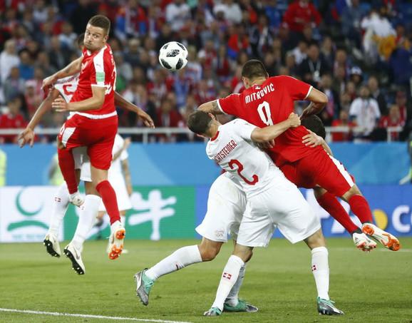 Detalj na meču između Srbije i Švajcarske koji Feliks Brih nije okarakterisao kao penal