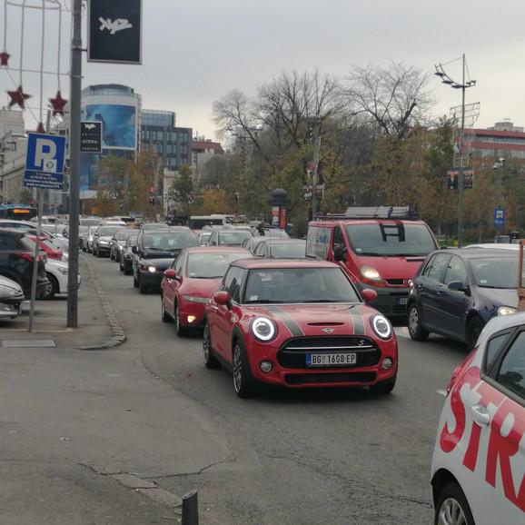 Kolone na Trgu Nikole Pašića