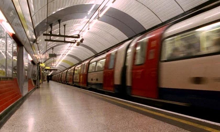 Pijany wepchnął nieznajomą pod metro