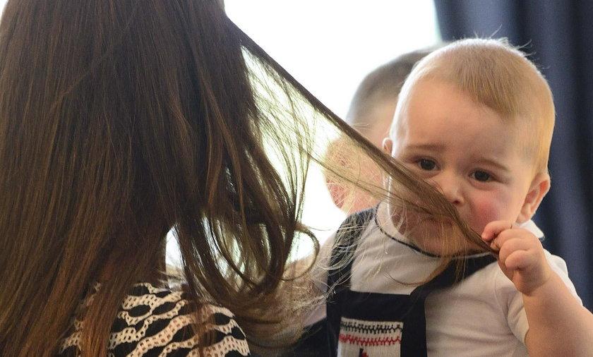 Książę Jerzyk w Nowej Zelandii bawi się z rodzicamiLIA-ROYALS