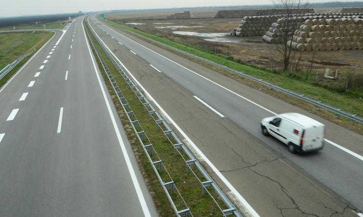 Zmajevo 1324 auto putu beograd horgos E75 foto Nenad Mihajlovic