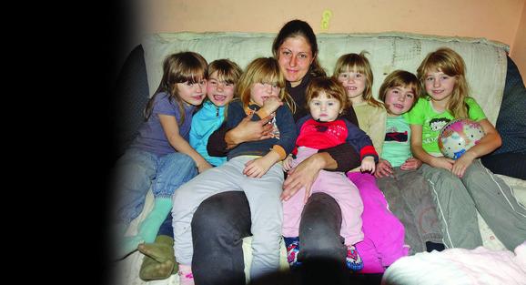 Maja i Branislav u tri prve godine braka dobili po tri bliznakinje, a onda se rodila i sedma devojčica