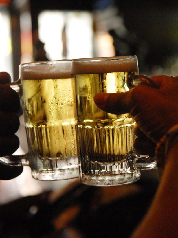 W wagonach barowych i restauracyjnych będzie można kupić i wypić piwo, wino lub inne trunki.