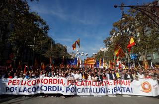 W Barcelonie wielotysięczna manifestacja zwolenników jedności Hiszpanii