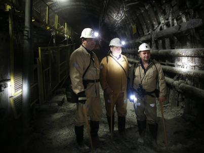 Wiceminister energii Grzegorz Tobiszowski w kopalnii