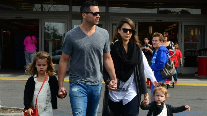 Jessica Alba z mężem i dziećmi