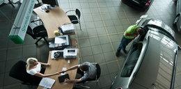 Polacy szturmują salony samochodowe!