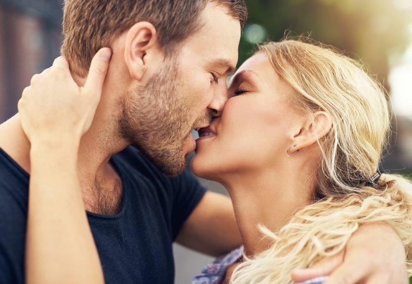 Sposób w jaki się całujecie mówi wiele o relacji. Znaczenie pocałunków