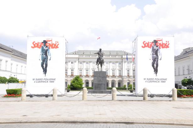 """Plakaty """"W samo południe 4 czerwca 1989"""", autor Tomasz Sarnecki"""