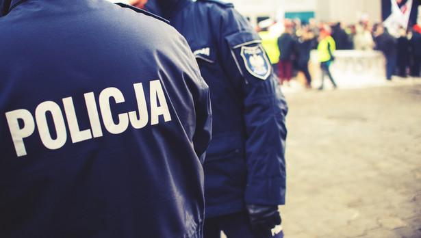 """Sierżant przypomniała, że każda z kamer przypisana jest do konkretnego policjanta, """"są na ich indywidualnym wyposażeniu"""" - mówiła"""