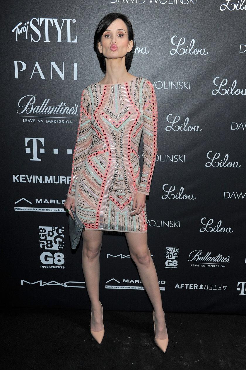 Viola Kołakowska na ściance w krótkiej sukience