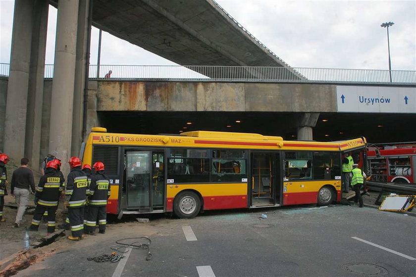 Masakra w stolicy! Autobus z dziećmi spadł ze skarpy!