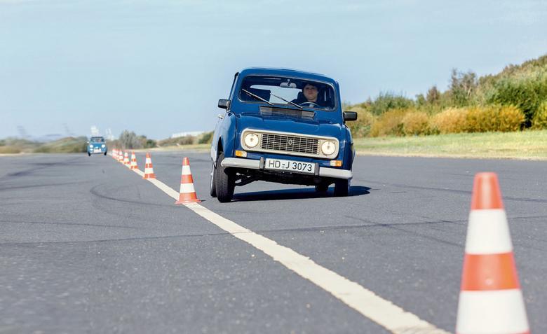 """W latach 50. Renault chciało budować samochody takie jak... dżinsy – uniwersalne, wytrzymałe  i funkcjonalne. Co z tego wyszło? """"Czwórka"""",  czyli pierwszy mikrovan w historii"""