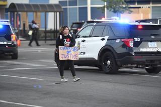 USA: Godzina policyjna nie odstręczyła tysięcy ludzi od kontynuowania protestów