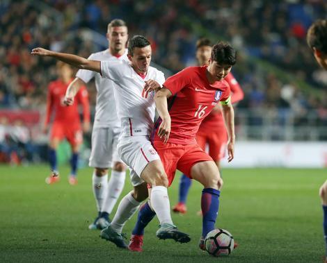 Nemanja Maksimović na meču sa Južnom Korejom