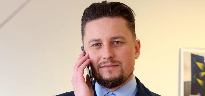 """Emerycie pilnuj wypłaty z ZUS. Uwaga, nie każdy dostanie pełną """"czternastkę""""! Komu przysługują dodatkowe pieniądze? Zadzwoń i zapytaj eksperta"""