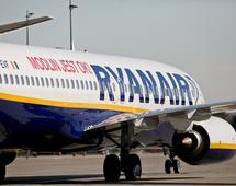 Ryanair jest jedyną linią lotniczą, która regularnie lata z lotniska w Modlinie. W 2018 roku zaoferuje stamtąd 53 połączenia