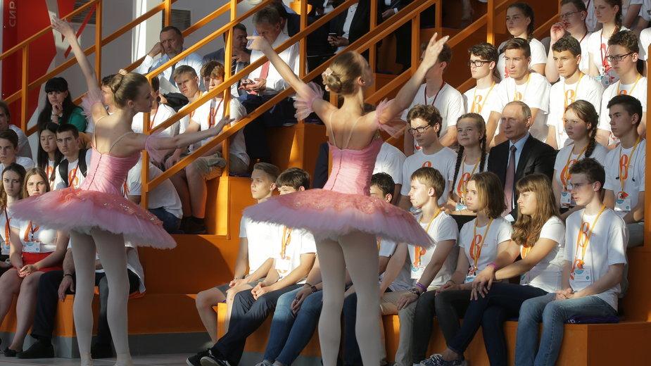 Władimir Putin podczas szkolnego baletu w Sirius Educational Centre