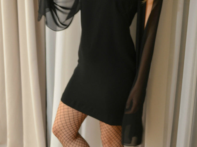 Haljina koju nosi Anastasija je zbog OVOG DETALJA najveći hit i prošle i ove sezone: Ovakav model nikad ne izlazi iz mode!