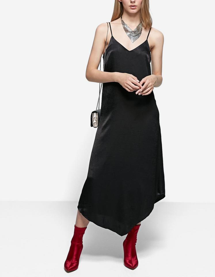 Długa haleczkowa sukienka z satyny