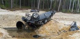 BMW koziołkowało 60 metrów. Stan młodego kierowcy fatalny