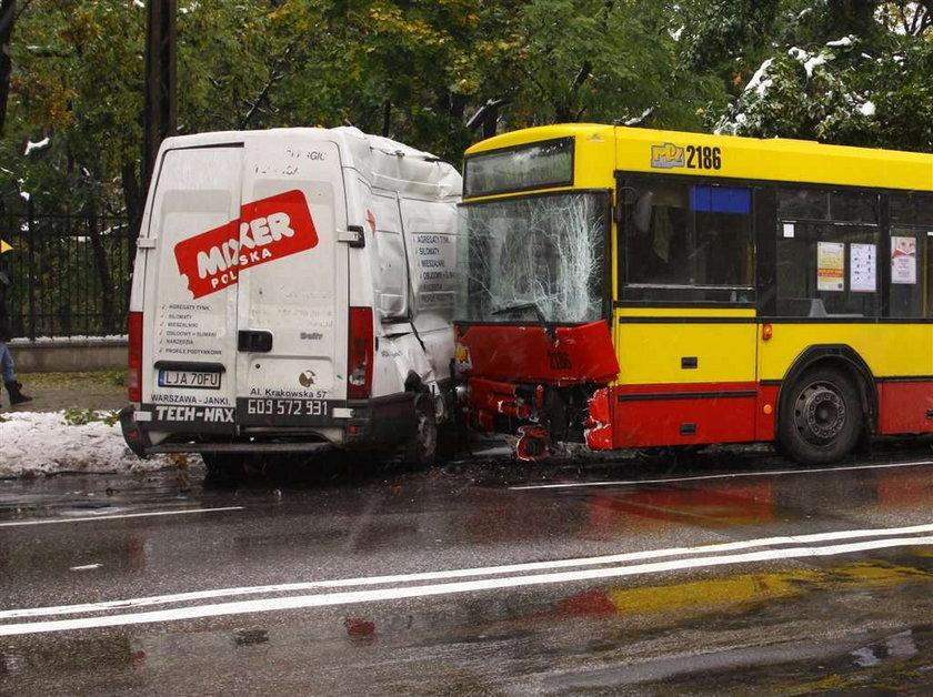 Busem w autobus, są ranni