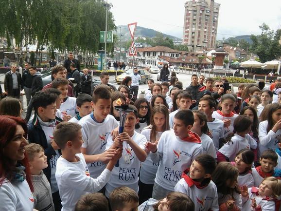 Najmlađi nosili baklju mira