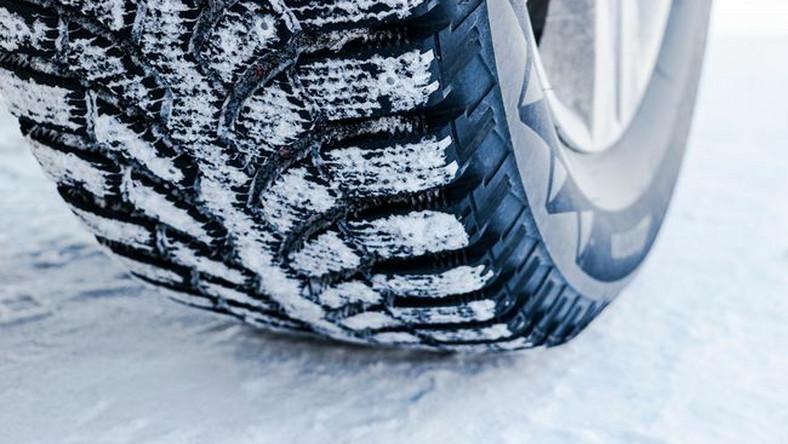 Opona zimowa na śniegu