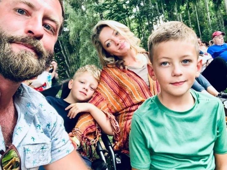 Porodica Storment, Vajli (8), desno, umro je u snu
