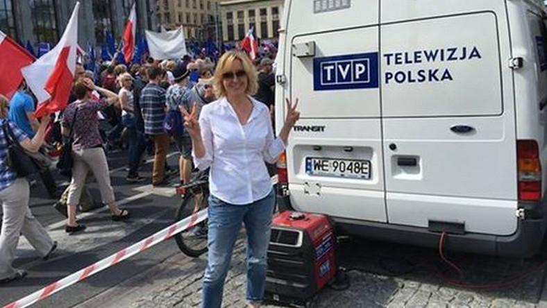 Agata Młynarska na marszu KOD