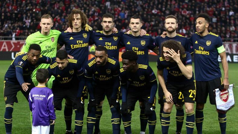 Drużyna Arsenalu przed meczem z Olympiakosem