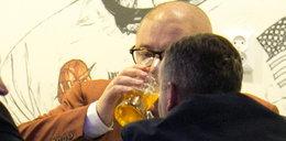 Kamiński przegrał, a już pił piwo za zwycięstwo