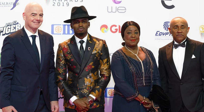 Diamond gets FIFA President and Sadio Mane on their feet while performing at CAF Awards gala