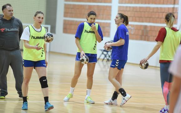 Slađana Pop Lazić i Tamara Radojević na treningu