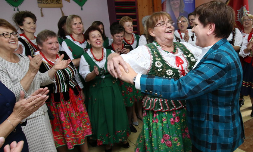 Gospodyni porwała do tańca Beatę Szydło