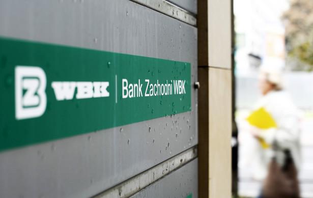 Aktywa razem banku wyniosły 112,08 mld zł na koniec I kw. 2014 r. wobec 103,52 mld na koniec I kw. 2013.
