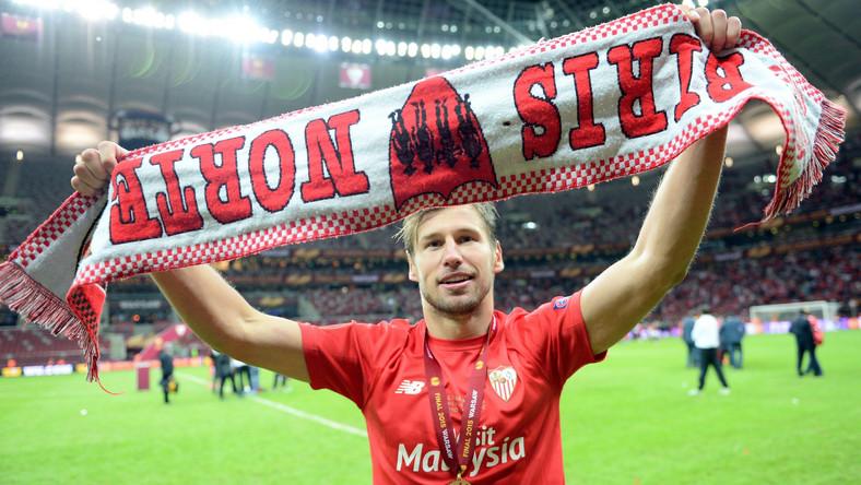 Krychowiak swoją przygodę z piłką zaczynał w Orle Mrzeżyno. Potem grał w takich klubach jak: Żaki 94 Kołobrzeg, Stal Szczecin, Arka Gdynia. W wieku 16 lat trafił do francuskiego Girondins Bordeaux. 29 listopada 2007 podpisał pierwszy profesjonalny kontrakt.