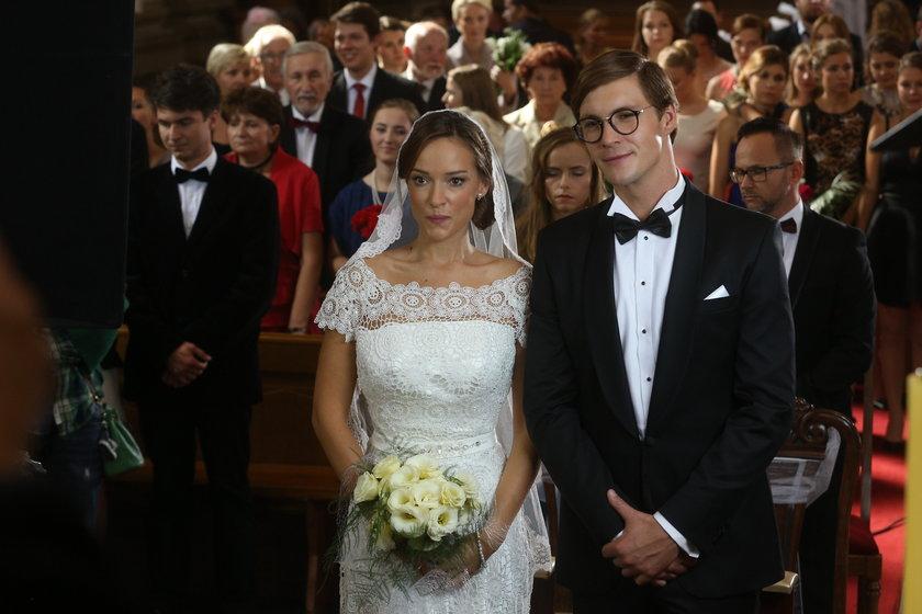 Alicja Bachleda-Curuś z Mikołajem Roznerskim na ślubie
