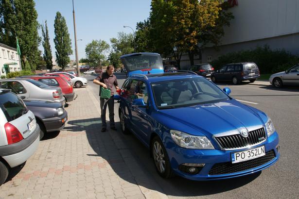 Jeśli sprowadzimy z kraju unijnego auto używane krócej niż sześć miesięcy, musimy zapłacić VAT.
